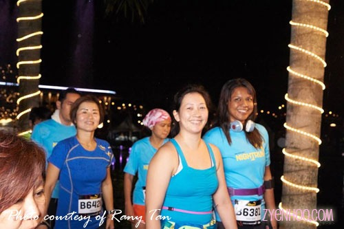 Farah and I don't remember taking this photo at all! I think this was taken as we were making our way to the Start arch. Thanks Rany Tan for the photo!