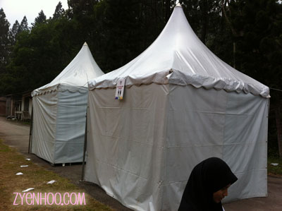 The tents for us to change our clothes. Oddly, they didn't label which was for men and for women.