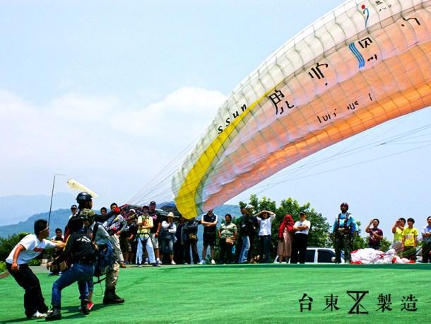 台東旅遊2016台東熱氣球嘉年華12-翱翔飛行傘
