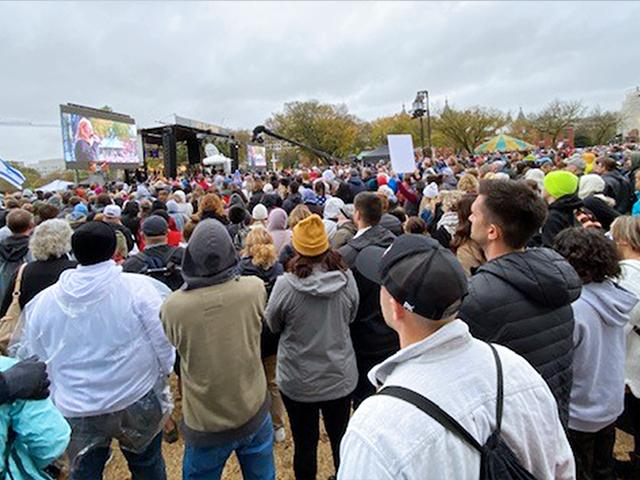 """Tens of thousands of Christians gathered in the US capital on Sunday, Oct. 25 for the """"Let Us Worship"""" rally (Photo: Paul Strand/CBN News)"""