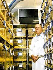 João Calixto no biotério da UFSC, onde testa novos remédios