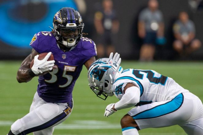 Baltimore Ravens Reportedly Cut Practice Short After Edwards And Peters Injured Their Knees In Back-To-Back Plays