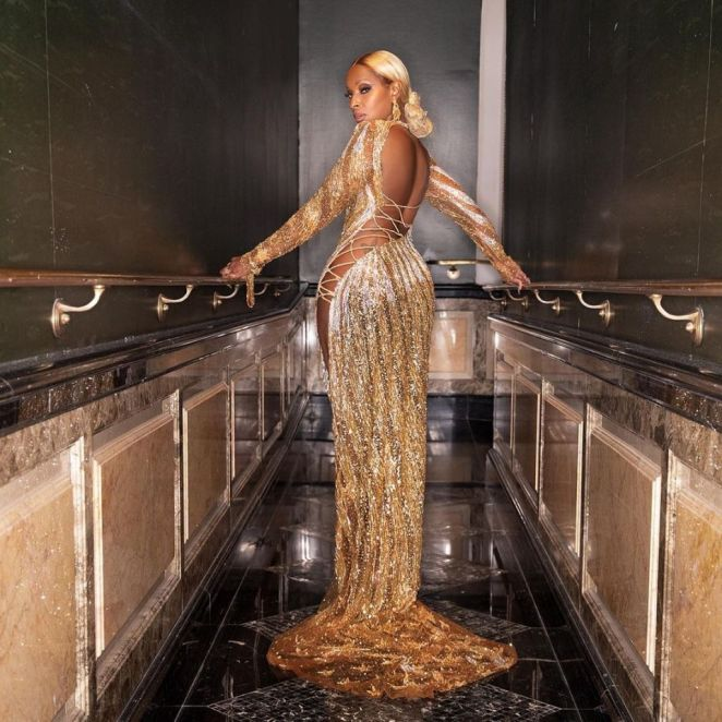 Mary J. Blige Is Shimmering On The Carpet At The 2021 Met Gala