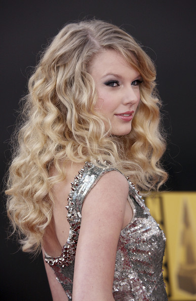 Taylor Swift arrives at the Grammy Nominations concert in 2008.