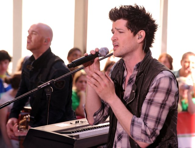more pics of danny o'donoghue spiked hair (20 of 31) - short