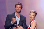 Honoree Chris Hemsworth accepts the G'Day USA award for Excellence in Film from actress Scarlett Johansson onstage during the 2015 G'Day USA GALA featuring the AACTA International Awards presented by QANTAS at Hollywood Palladium on January 31, 2015 in Los Angeles, California.