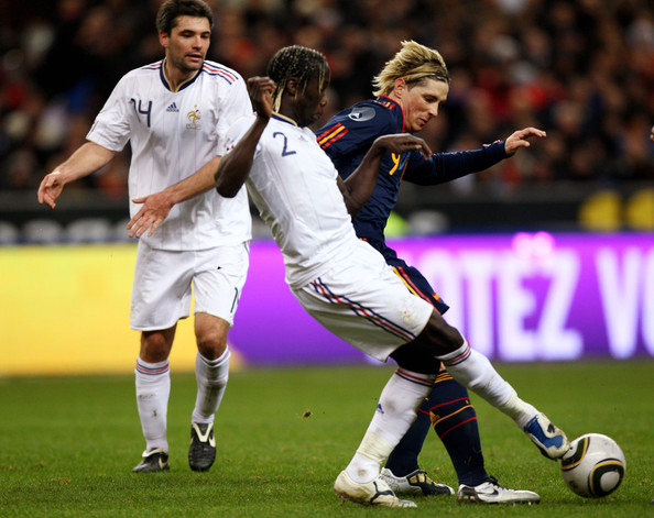 Fernando Torres (r) of Spain challenged by Bacary Sagna during the during the International friendly match betweem France and Spain at the Stade de France on March 3, 2010 in Paris, France.