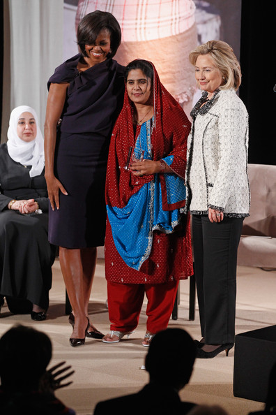 https://i2.wp.com/www1.pictures.zimbio.com/gi/Ghulam+Sughra+First+Lady+Hillary+Clinton+Hold+N7XbnJiEkJ9l.jpg