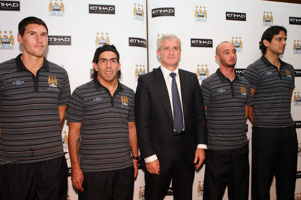 Mark Hughes, Manchester City football club manager (C) poses with players Roque Santa Cruz (L), Carlos Tevez (2nd L), Steven Ireland (2nd R) and Gareth Barry after a Manchester City press conference at Emirates Palace on July 16, 2009 in Abu Dhabi, United Arab Emirates.