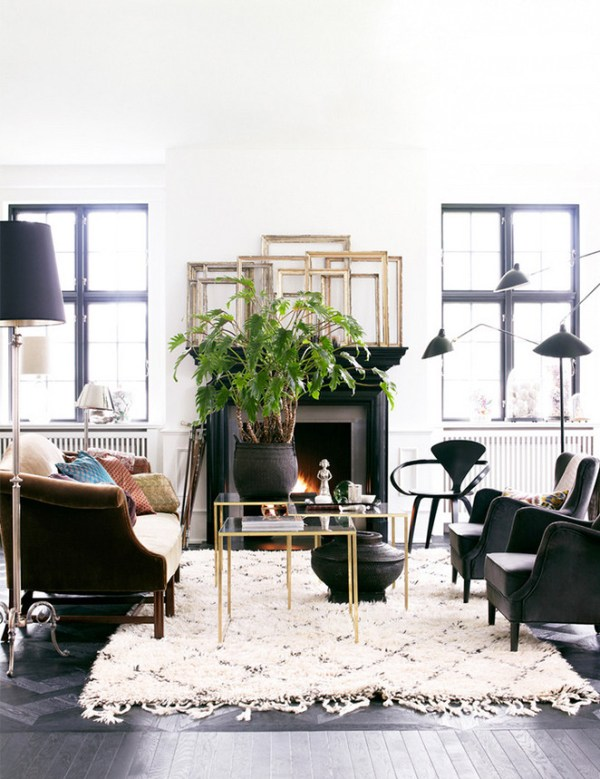 Indoor Plant Decor Living Room Coffee Table with Large Centerpiece Potted in Black Vase