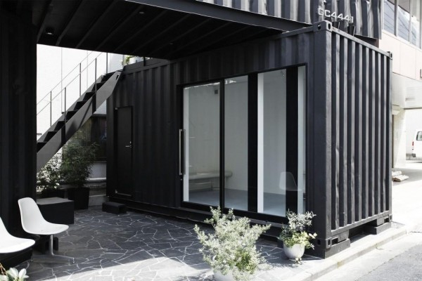 Gallery-2 space has sliding door and connect to roof courtyard,  Image Courtesy © Tomokazu Hayakawa Architects