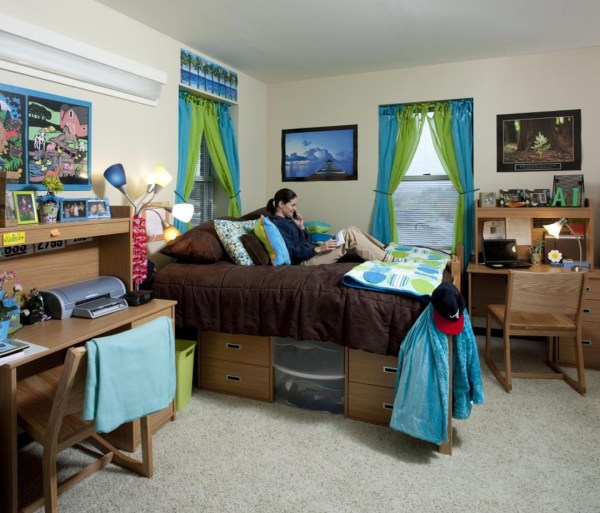 Living units at Enotah Hall, which is primarily for sophomores, are suites that feature two double-occupancy bedrooms, two bathrooms and a common living space that includes a kitchenette., Image Courtesy © Jonathan Hillyer