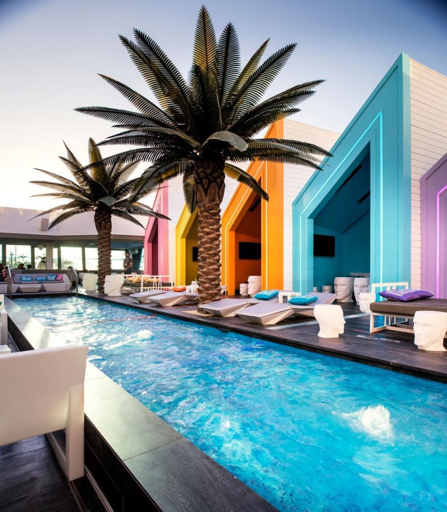 Aeccafe matisse beach club in scarborough perth by mobilia for Mobilia international