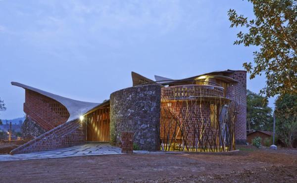 Image Courtesy © iSTUDIO architecture, Front view
