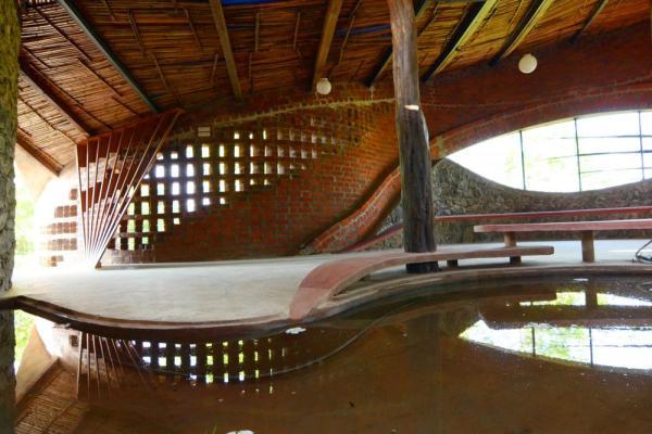 Image Courtesy © iSTUDIO architecture, Reflections... Main door against brick jali wall