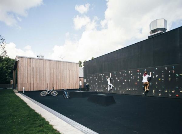 Climbing wall on Sluzewski Culture Center, Image Courtesy © Rafał Kłos