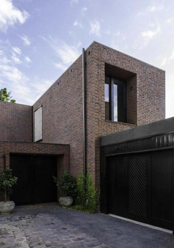 Rear residence, Image Courtesy © B.E ARCHITECTURE