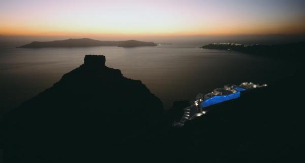 Nighttime view of the hotel, Image Courtesy © Erieta Attali
