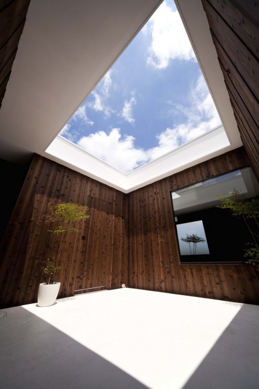 Courtyard/Dining space, Image Courtesy © Toshihiro Sobajima
