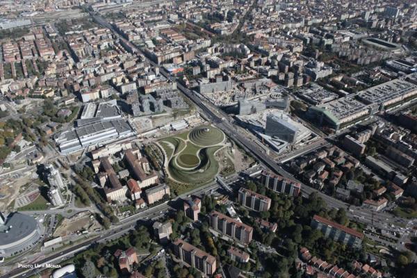 Valle Architetti Associati. Piazza Gino Valle, Portello, Milan, Italy, Image Courtesy © Photo Up Monza