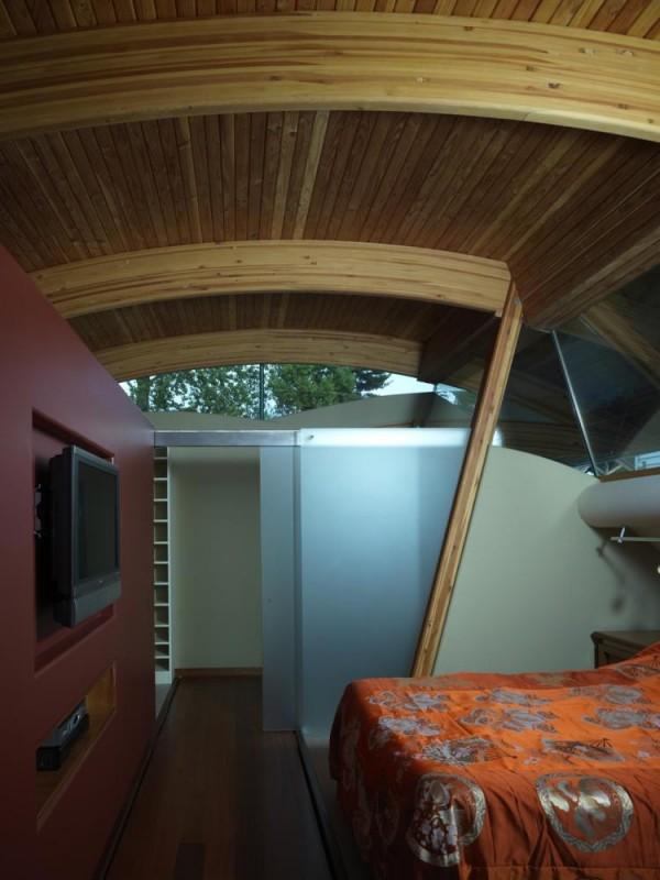 The Master Bedroom with a walkthrough closet, Image Courtesy © Robert Harvey Oshatz, Architect