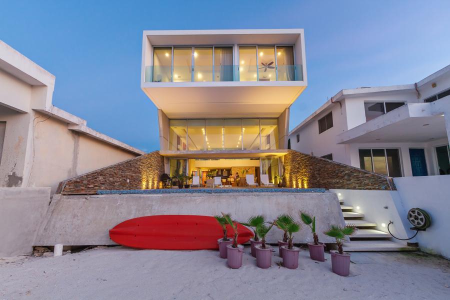 JLM House in Chicxulub Puerto Yucatan, Mexico by Enrique Cabrera