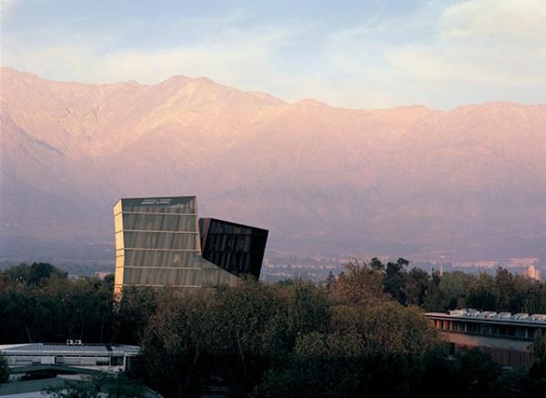 Siamese Towers, 2005, San Joaquín Campus, Universidad Católica de Chile, Santiago, Chile, University classrooms and offices. Photo by Cristobal Palma.