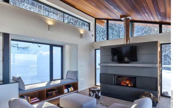 Detail view of living room with small bay windowseat, Image Courtesy © Marc Cramer