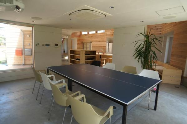 Ping-pong table, which also serves as a meeting table in the multipurpose room, Image Courtesy © bews