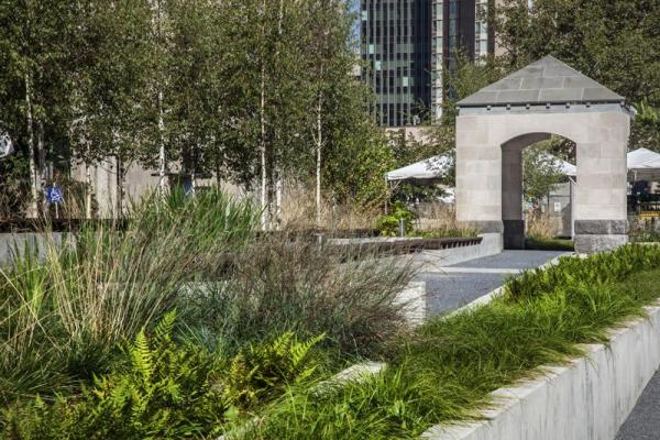 The west planters looking north, Image Courtesy © Steven Evans / © PLANT Architect Inc.