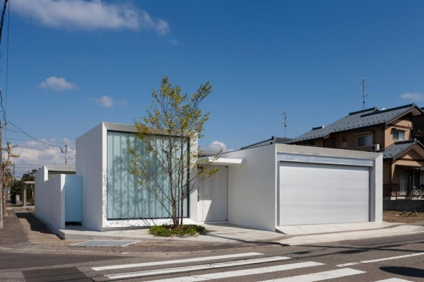 Exterior view from the south, Image Courtesy © Hiroshi UEDA