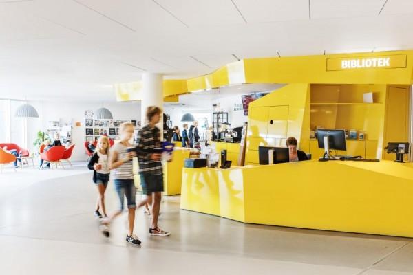 Library reception & Café, Image Courtesy © Kim Wendt