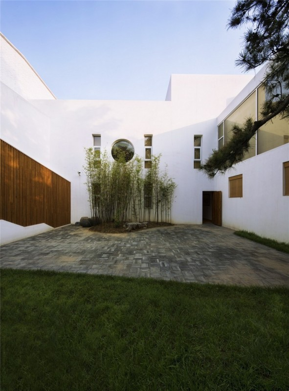The courtyard, Image Courtesy © Zou Bin