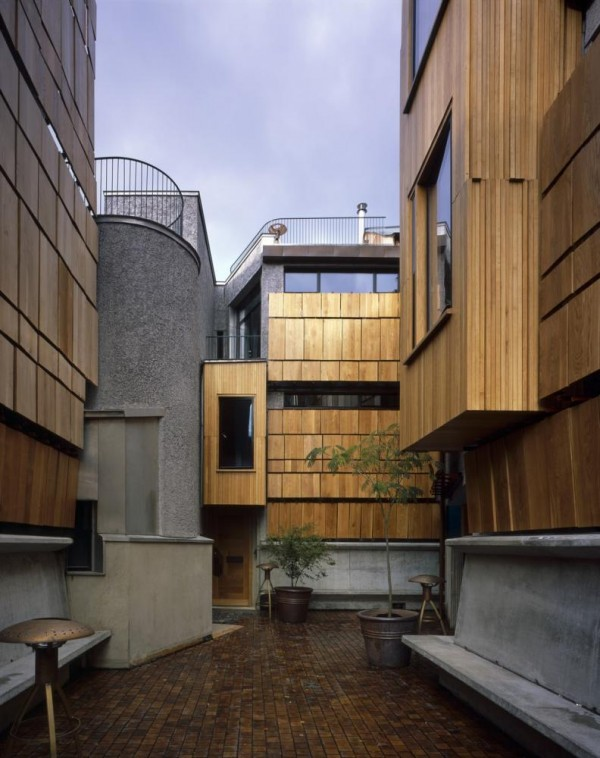 Courtyard looking north with shutters closed, Image Courtesy © Hélène Binet