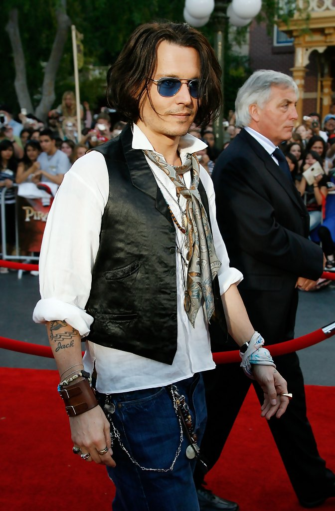 Johnny Depp In World Premiere Of Walt Disneys Pirates Of The Caribbean At Worlds End Zimbio