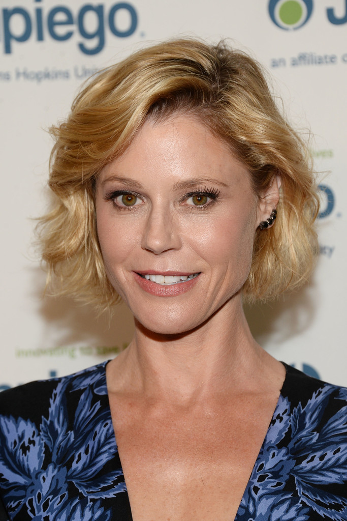 Julie Bowen Curled Out Bob Short Hairstyles Lookbook
