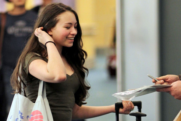 """The Twilight Saga: Eclipse"" star Jodelle Ferland returns home to Vancouver, after a little trip with her mom Valerie to Hollywood. Upon arrival she stops to sign autographs for some fans. EXCLUSIVE November 10, 2010"