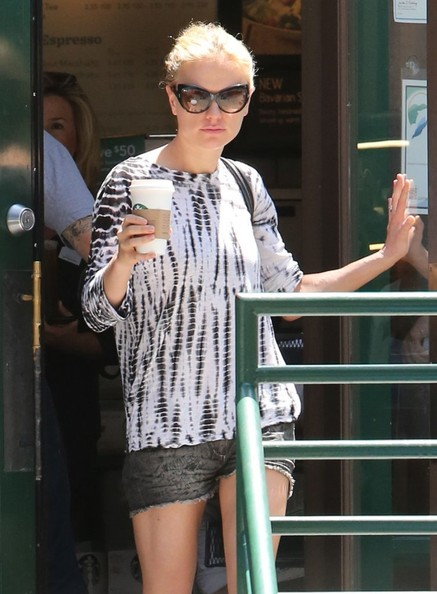 Anna Paquin 'True Blood' actress Anna Paquin stops for coffee at Starbucks in Malibu, California on June 18, 2013.