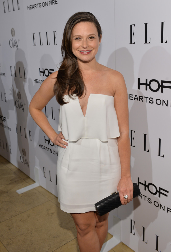 katie lowes in white bcbg dress