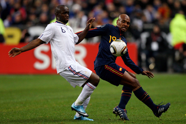 Lassana Diarra (l) of France challenges Marcos Senna (r) during the during the International friendly match betweem France and Spain at the Stade de France on March 3, 2010 in Paris, France.