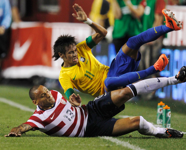 Jermaine Jones tackle