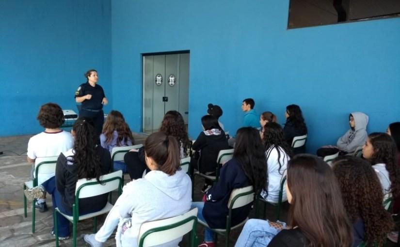 GUARDA CIVIL MUNICIPAL DE TATUÍ RECEBE A VISITA DE ALUNOS DO ENSINO MÉDIO DA E. E. BARÃO DE SURUÍ