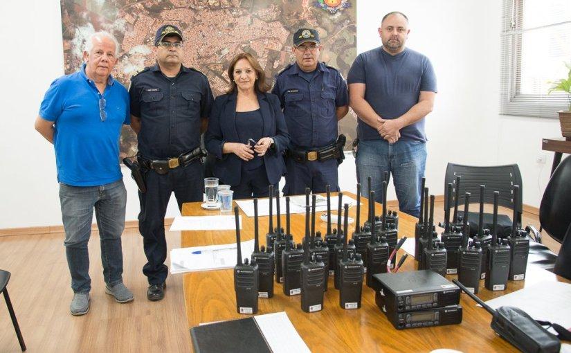 GUARDA CIVIL MUNICIPAL RECEBE NOVOS RÁDIOS DIGITAIS, COM GPS, PARA PATRULHAMENTO