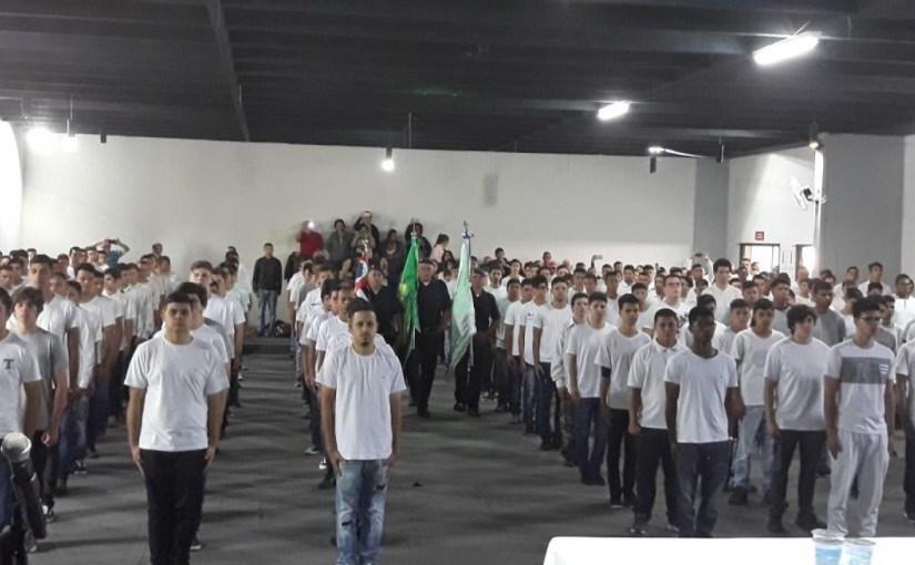 CERCA DE 300 JOVENS RECEBEM CERTIFICADO   DE DISPENSA DO SERVIÇO MILITAR EM TATUÍ