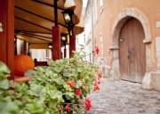 Flores Alley