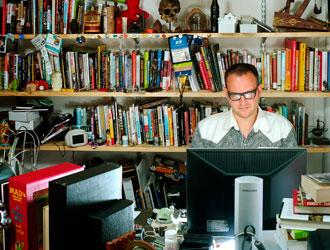 Cory Doctorow è attualmente professore alla Open University