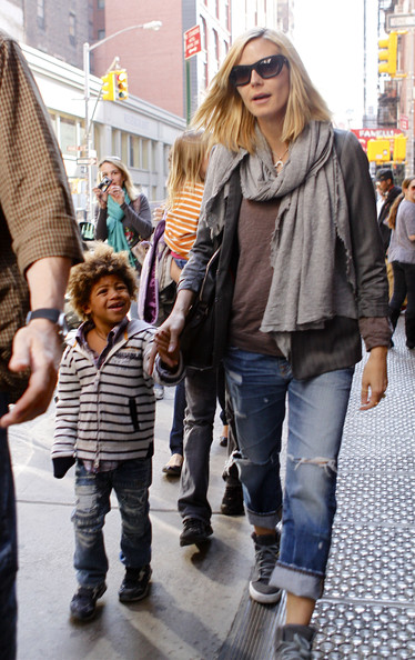 Heidi Klum Pregnant model Heidi Klum arrives at the Mercer Hotel with her children in New York City.
