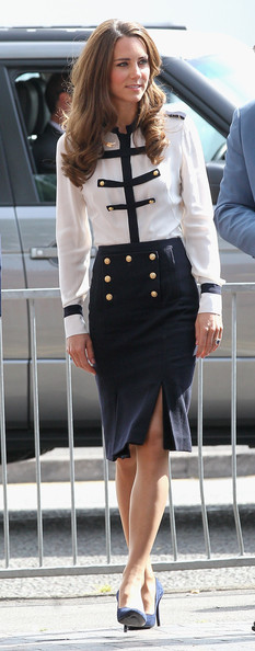 https://i2.wp.com/www3.pictures.stylebistro.com/gi/Kate+Middleton+Tops+Button+Down+Shirt+N8JDBvdvOn6l.jpg