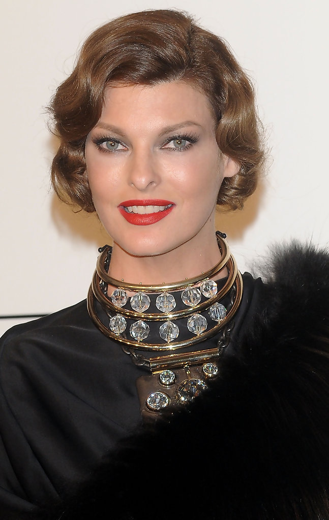 Linda Evangelista Curled Out Bob Short Hairstyles