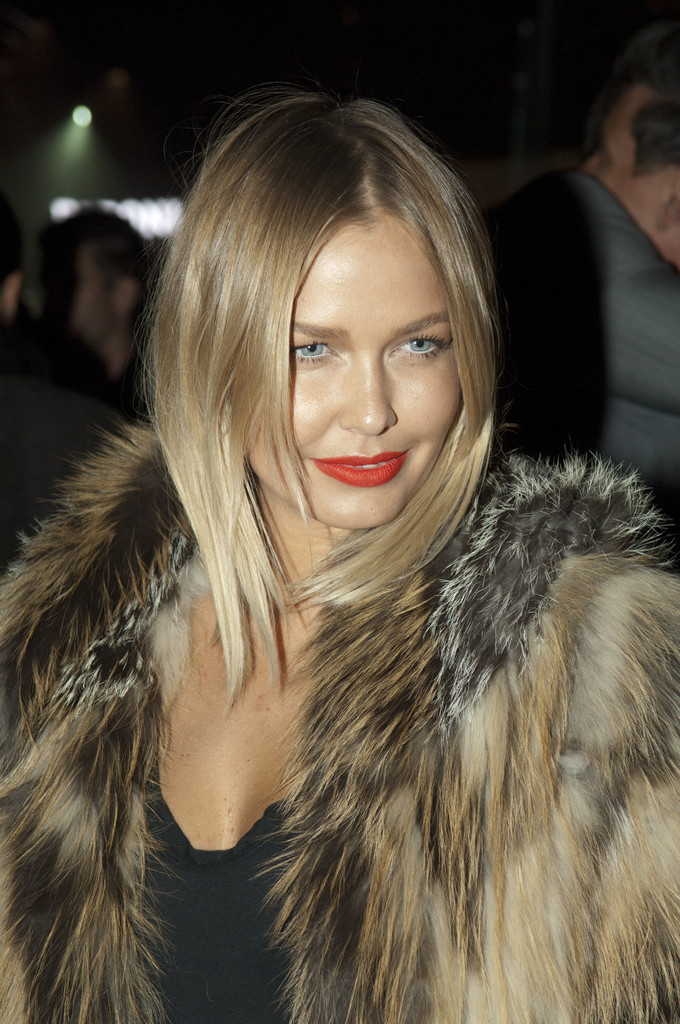 Lara Bingle Medium Straight Cut Lara Bingle Hair Looks